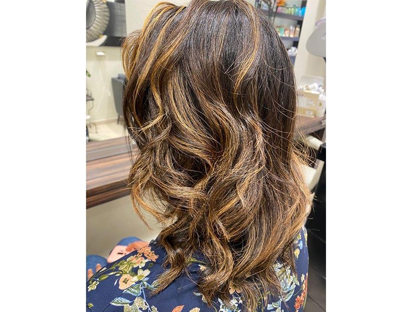 coiffeur bruxelles coupe afro européen etterbeek adele simo cheveux bouclés lisses brushing coloration